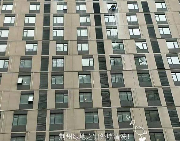 荆州绿地之窗外墙清洗案例