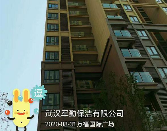 工程案例-军勤保洁公司对住楼高层外墙清洗